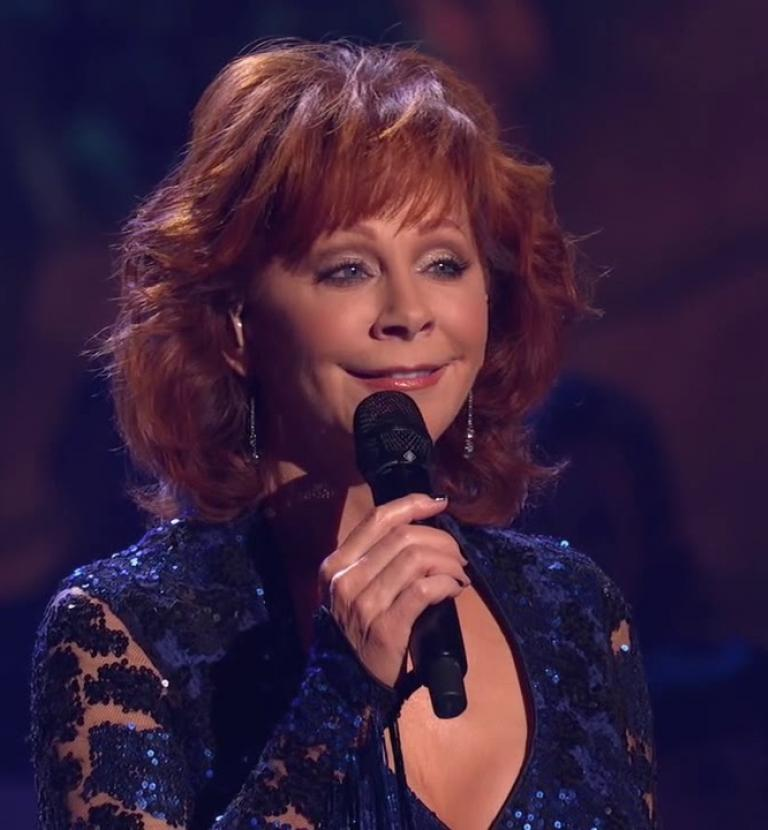 The Isaacs, Reba McEntire - What Child Is This? (Live from CMA Country Christmas)